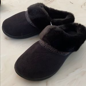 NWT Isotoner Fuzzy Slippers